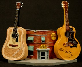 Salt & Pepper Shaker (Sun Building & Guitars)